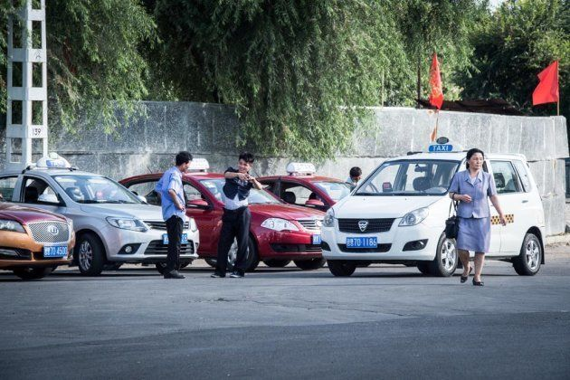 変わる北朝鮮 街中にいちゃこらカップル、そしてセグウェイ…。写真家が見たリアル