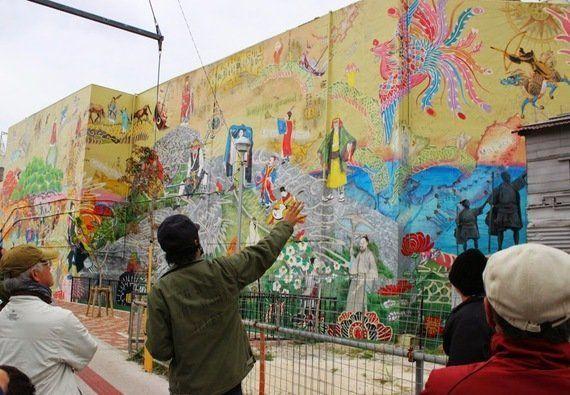 沖縄市・コザ十字路の商店街に世界最大級の壁画が出現!