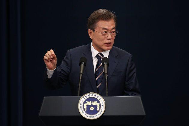 大統領府の記者会見での文在寅氏。2018年5月27日、韓国ソウル。