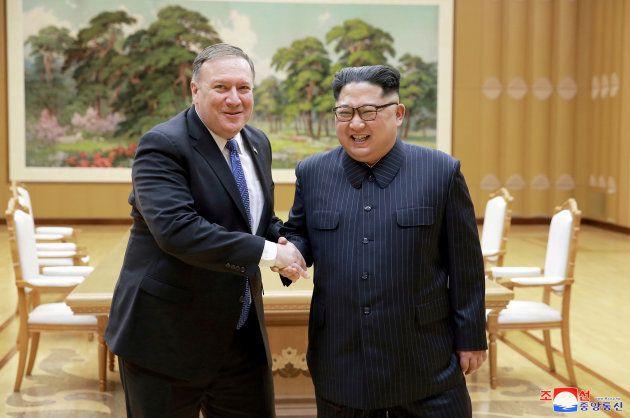 ポンペオ長官と金正恩委員長。2018年5月9日、北朝鮮・平壌。