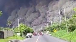 グアテマラのフエゴ山が噴火。押し寄せる噴煙、必死に逃げる住民たち(動画)