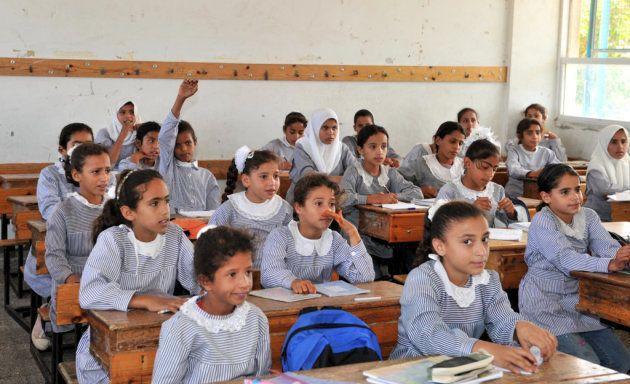 UNRWAの中学校で学ぶ女子学生たち