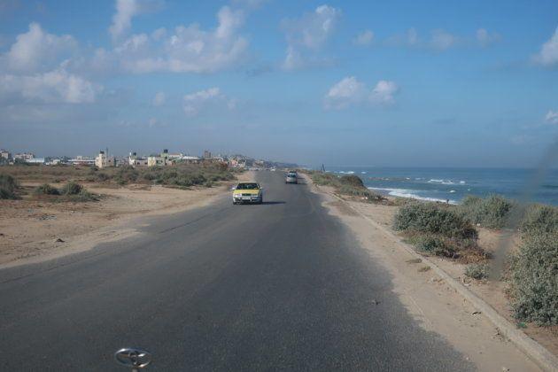 ガザの海岸。右手は地中海