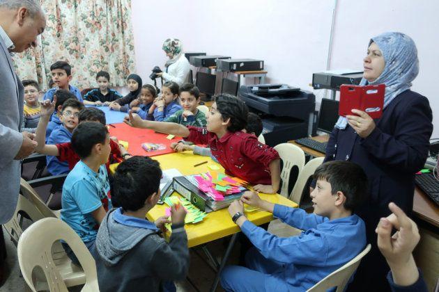 ヨルダンのUNRWA小学校で。環境について学ぶ子どもたち