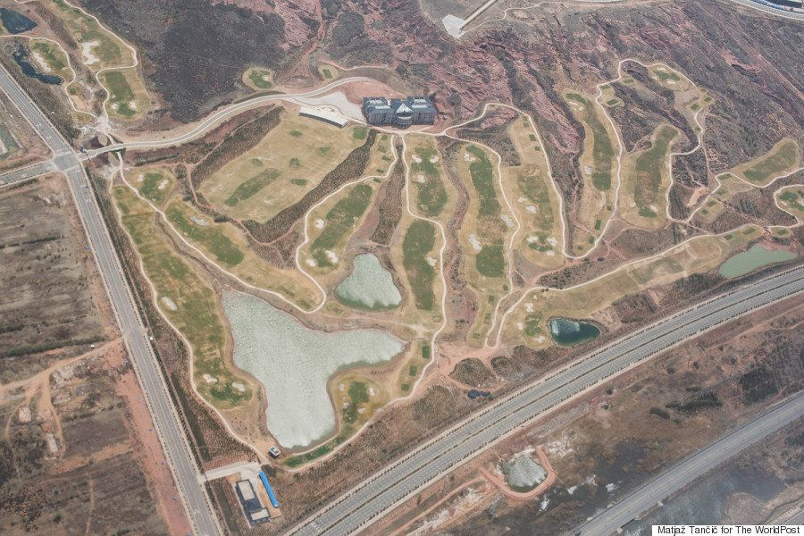 中国の砂漠には、豪華すぎるゴーストタウンがある(画像集)