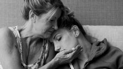 娘の出産を助ける母親たち