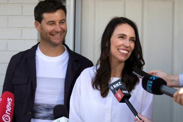 妊娠を発表したアーダーン首相