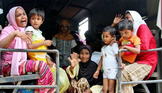 ロヒンギャ族、漂着船の2千人を保護 ミャンマーでの迫害逃れインドネシア・マレーシアへ【画像】