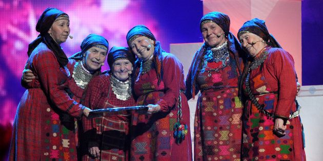 ユーロビジョンに出演する「ブラノボおばあさん」=2012年5月、アゼルバイジャン・バクー