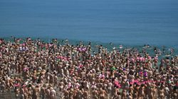 2500人以上の女性が全裸で海に飛び込む。アイルランドで新たなギネス記録誕生(動画)