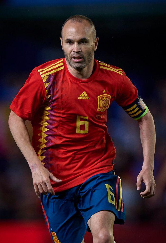 スイスと対戦するスペインのMFイニエスタ=6月3日、スペイン・バレンシア州