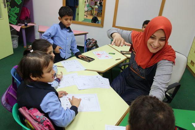 アトファルナの幼稚園。初めて手話を学ぶ園児たち