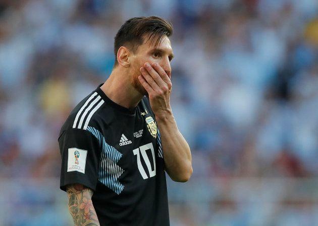アイスランド対戦し、苦しそうな表情を浮かべるアルゼンチンのメッシ=6月16日、モスクワ