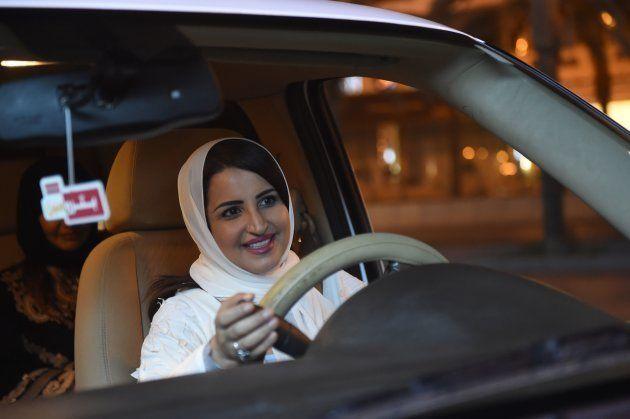 女性たちは笑顔でハンドルを握った。サウジアラビアで運転解禁