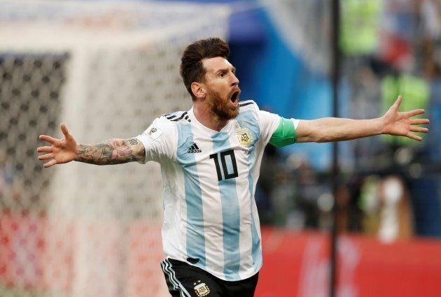 ナイジェリアから今大会初の得点を奪い、喜ぶアルゼンチンのメッシ=6月26日、ロシア・サンクトペテルブルク