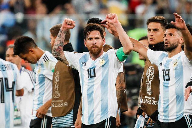 ナイジェリア戦での勝利を喜ぶアルゼンチン選手ら=6月26日、ロシア・サンクトペテルブルク