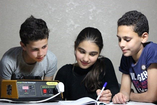 停電時にも勉強を可能にするSunBox