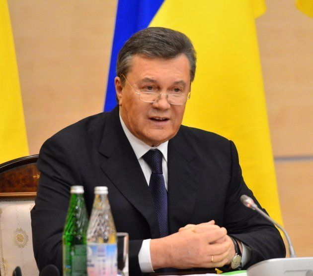 反政府派から大統領の座を追われ、ロシアに出国後、記者会見するヤヌコビッチ氏=2014年2月、ロシア・ロストフナドヌー