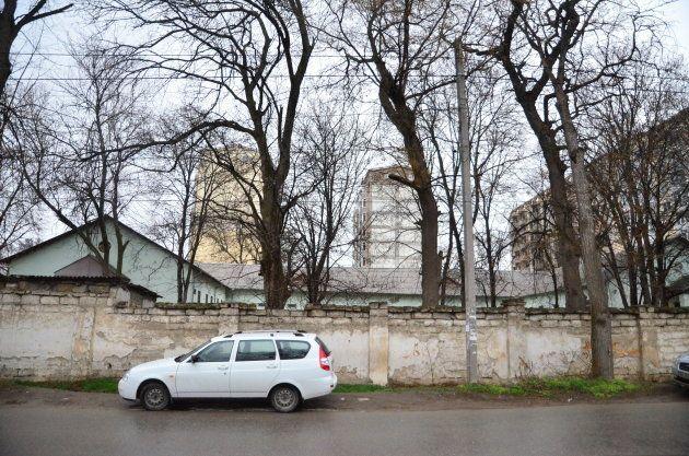 オウム真理教の競技を受け継ぐ宗教団体が入っていた家屋=2014年3月、シンフェローポリ