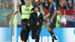ワールドカップ決勝に乱入したプッシー・ライオット、「3年間、スポーツ会場の出入り禁止」に