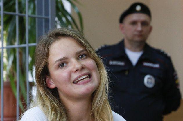 拘留されているプッシー・ライオットのメンバー=7月16日、モスクワ