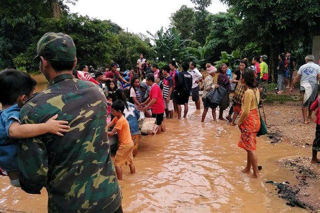 ラオスでダム決壊。6つの村が濁流に飲まれ、6600人が家を失った。いま現地は…(写真・動画)