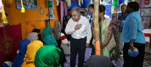 ロヒンギャ難民を見舞うアントニオ・グテーレス国連事務総長(コックスバザール、バングラデシュ)