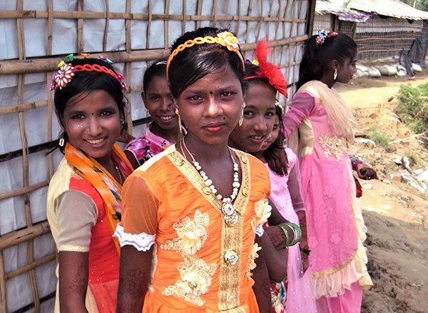 ミャンマー避難民:大規模な避難から1年、厳しい状況続く