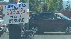 ホームレス男性が路上で履歴書を配布 → Twitterで拡散 →