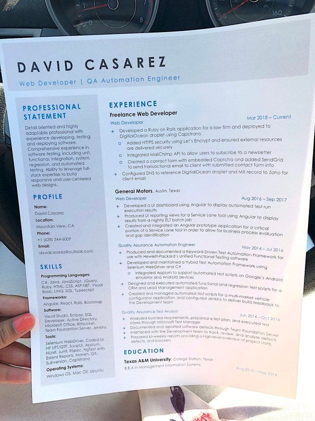カサレスさんが配っていた履歴書。学歴や職歴、扱えるプログラミング言語などが書かれている
