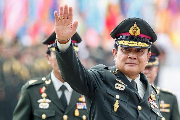 2014年に戒厳令を発令し、クーデターで実権を掌握したぷゆラット陸軍総司令官。同年8月、首相に就任