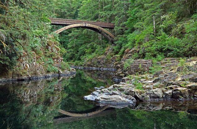 ホルガーソンさんが押し落とされた橋。橋から水面まで、18m以上ある。