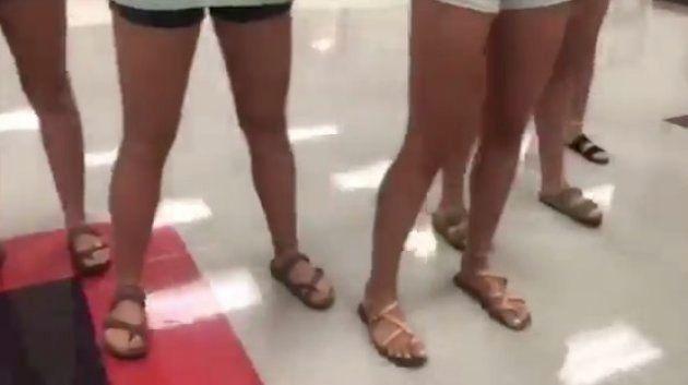 女子生徒に「短パン履きません」と宣言させるビデオ、高校が作って謝罪