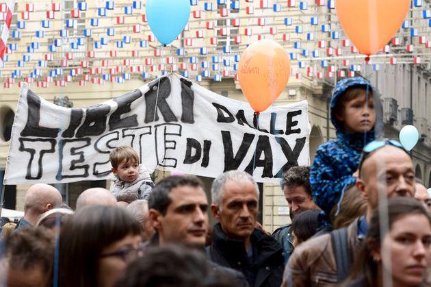 2017年、イタリア・トリノで開かれた、ワクチン接種の義務化に反対する集会。