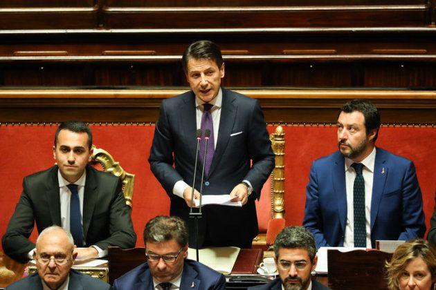 (写真左から)五つ星運動のルイジ・ディマイオ党首、ジュゼッペ・コンテ首相、同盟のマッテオ・サルヴィー二党首。