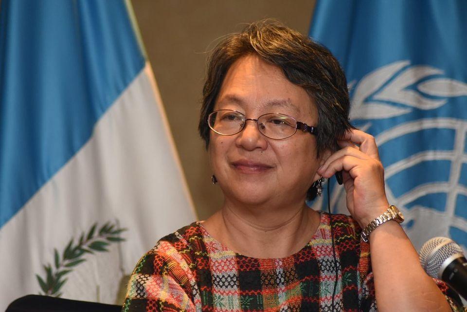 先住民の権利に関する国連の特別報告者を務めるビクトリア・タウリ=コープス氏。2018年5月10日、グアテマラシティで開催された記者会見の場で。彼女は母国のフィリピン政府からテロリスト認定を受けていた。