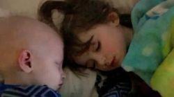 5歳の双子の絆。姉は、白血病と闘う弟のドナーになった。