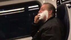 ホームレスの男性、電車内でひげそりをして批判されるが...