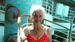 美しい90歳、いくつになってもビキニを楽しんでます。
