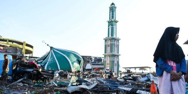 津波で倒壊したモスク=10月1日、インドネシア中部のスラウェシ島パル