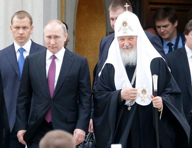 プーチン大統領(左)とキリル総主教=2017年5月、モスクワ