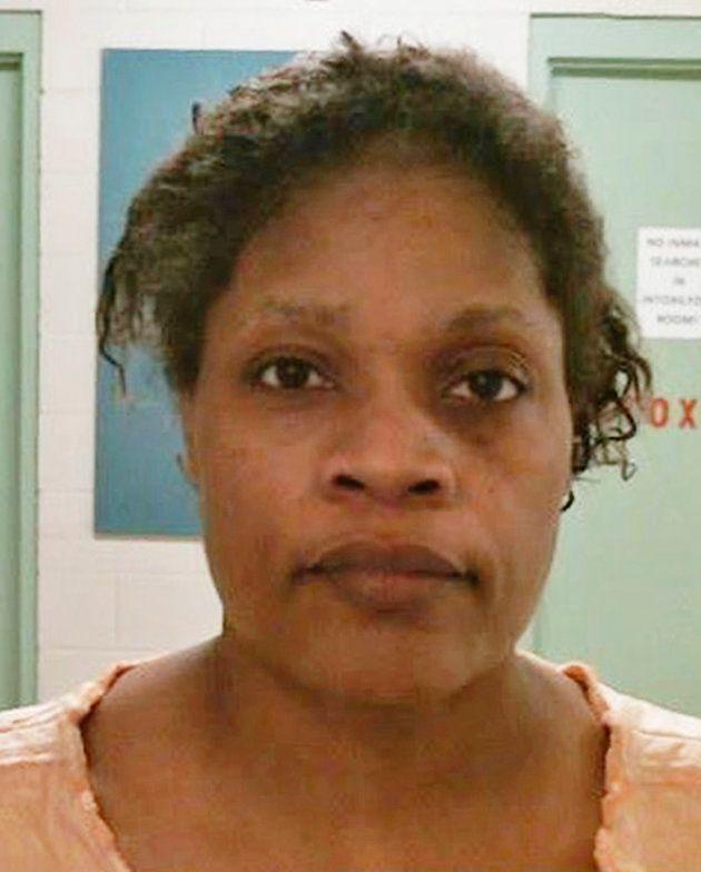 地元保安官事務所が公表した、被疑者の顔写真。