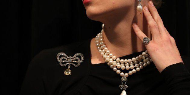 200年秘蔵だったマリー・アントワネットの宝石競売へ そのお値段は?