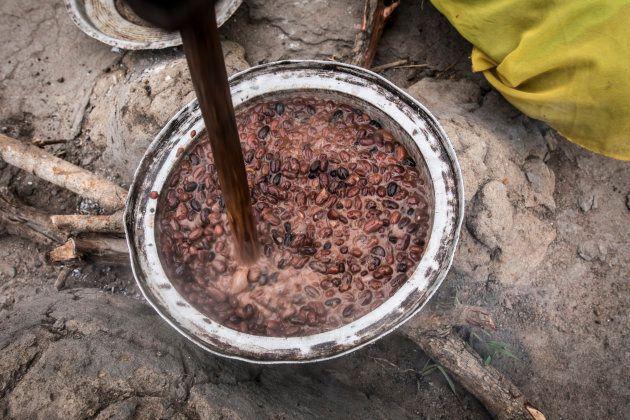 南スーダンの豆スープ