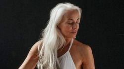水着になった60歳のモデルは、本当のセクシーを教えてくれる(画像集)