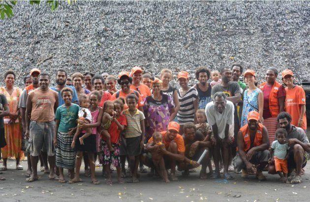 巡回診療後にコミュニティーメンバ―と。村全体が一つの家族のように機能しています。