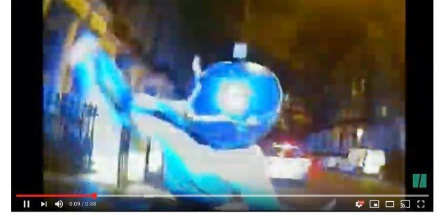 ロンドン警視庁が公開した「体当たり」作戦の動画
