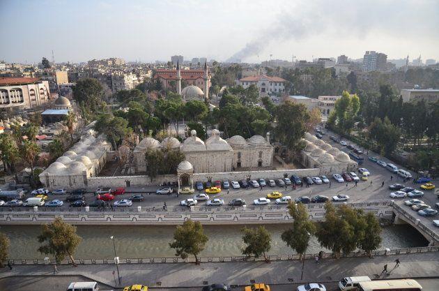 ダマスカスの中心部。数キロ先には空爆の黒煙が上がっていた=2013年1月