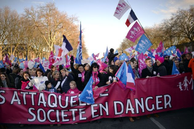 2015年に行われた反同性婚のデモ。当時、賛成のデモも実施された。