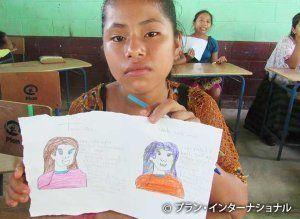 自分が描いた夢について見せる女の子